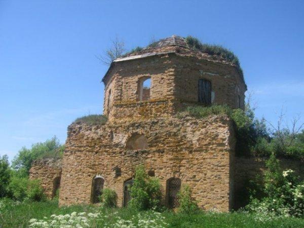 Руины церкви Николая Чудотворца в Гудово
